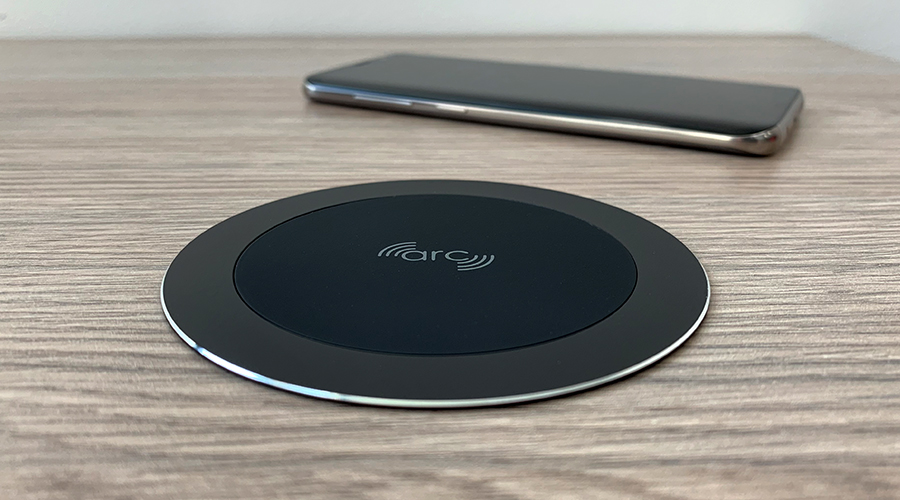 ARC-80 Black WIreless Fast Charger OE Elsafe Closeup